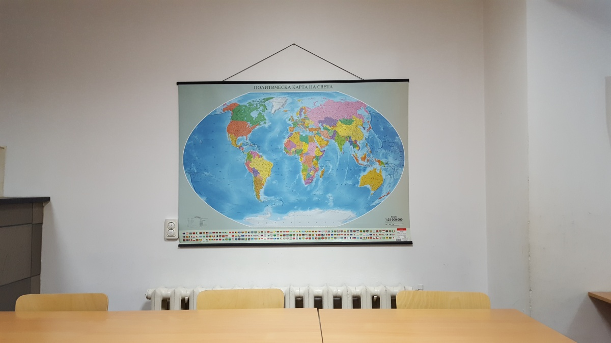 """Снимки и видео на занималня """"Фантазия"""" - Учебна стая с карта на света"""